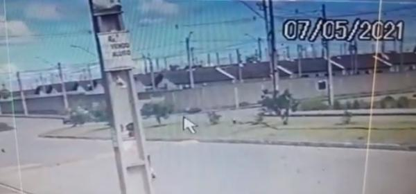 Câmera de segurança mostra acidente que deixou mulher morta em Maceió