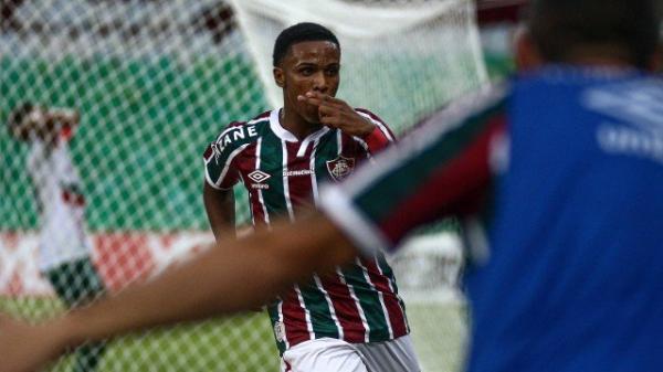 Garotada tricolor derruba a Portuguesa e garante Fla-Flu na decisão do Carioca