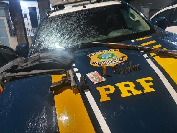 PRF de Alagoas troca tiros com suspeitos de assalto a bancos na BR 423