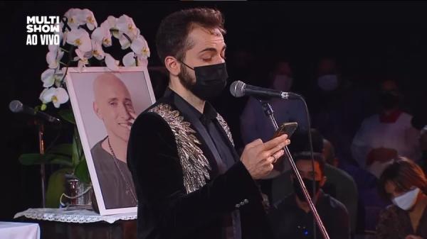 Viúvo de Paulo Gustavo discursa em missa: 'Tínhamos tantos planos'