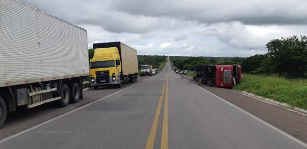 Duas pessoas morrem e 5 ficam feridas em acidente na BR-423, interior de Alagoas