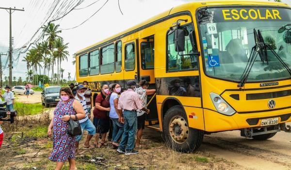 Prefeitura de Penedo transporta moradores da Zona rural para vacinar contra covid-19