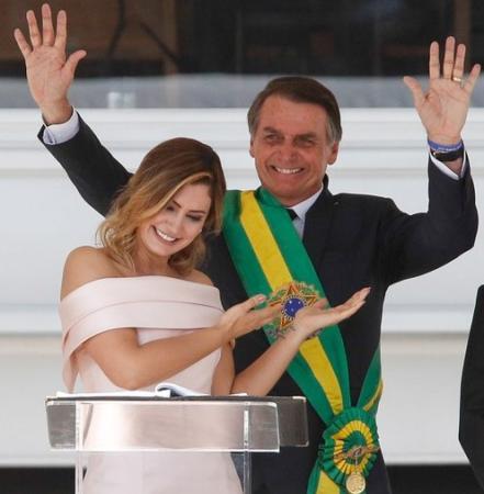 STF deve julgar se presidente será investigado por depósitos de Queiroz na conta de Michele