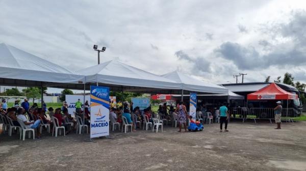 Ônibus da vacina se aproxima das 3 mil doses aplicadas e inicia semana no Residencial Parque dos Caetés