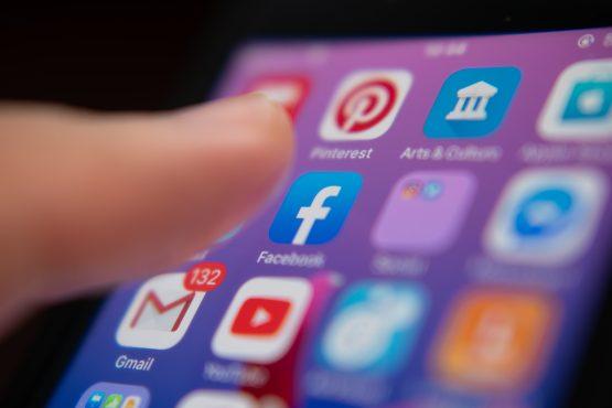 O impacto das suas redes sociais na busca por um emprego