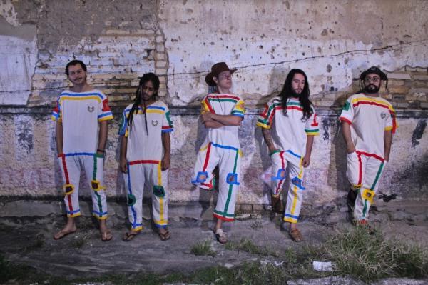 Banda Quiçaça lança live session trazendo toda a psicodelia do Agreste alagoano