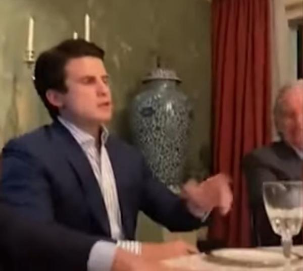 V�DEO: À mesa com empresários, Temer ri de imitação que satiriza Bolsonaro