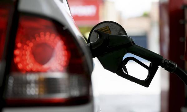 Valor da gasolina e do diesel sobe pela quarta semana nas bombas e alta chega a 35,5% no ano, diz ANP