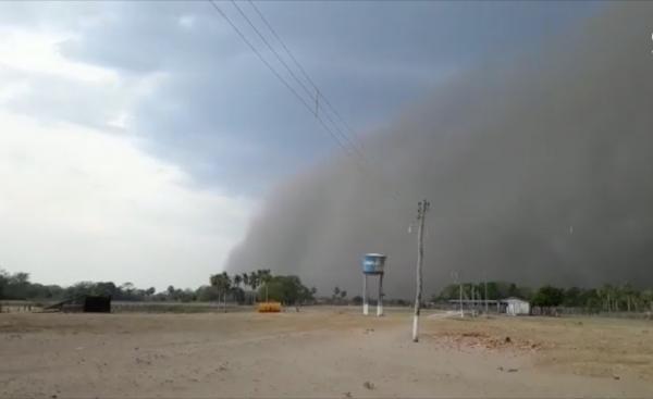 Tempestade de poeira atinge zona rural de Cáceres (MT) e dia vira noite na fronteira com a Bolívia