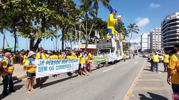 Trabalhadores fazem protesto contra privatização dos Correios em Maceió